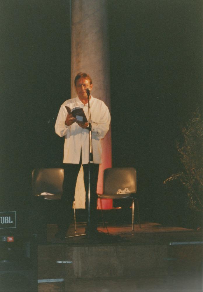 Luuk Gruwez leest voor tijdens het Festival internazionale di Poesia di Genova