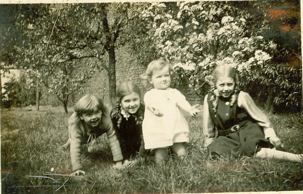 D'haen met zussen, 1933