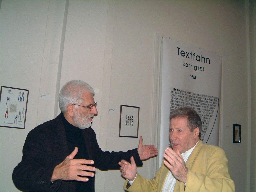 Renaat Ramon en Klaus Peter Dencker tijdens de opening van Visie Versa