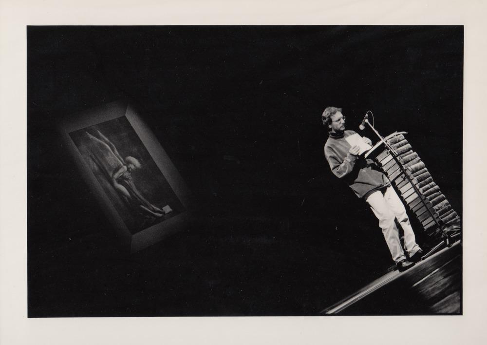 Luuk Gruwez draagt voor tijdens Saint-Amour, 1991
