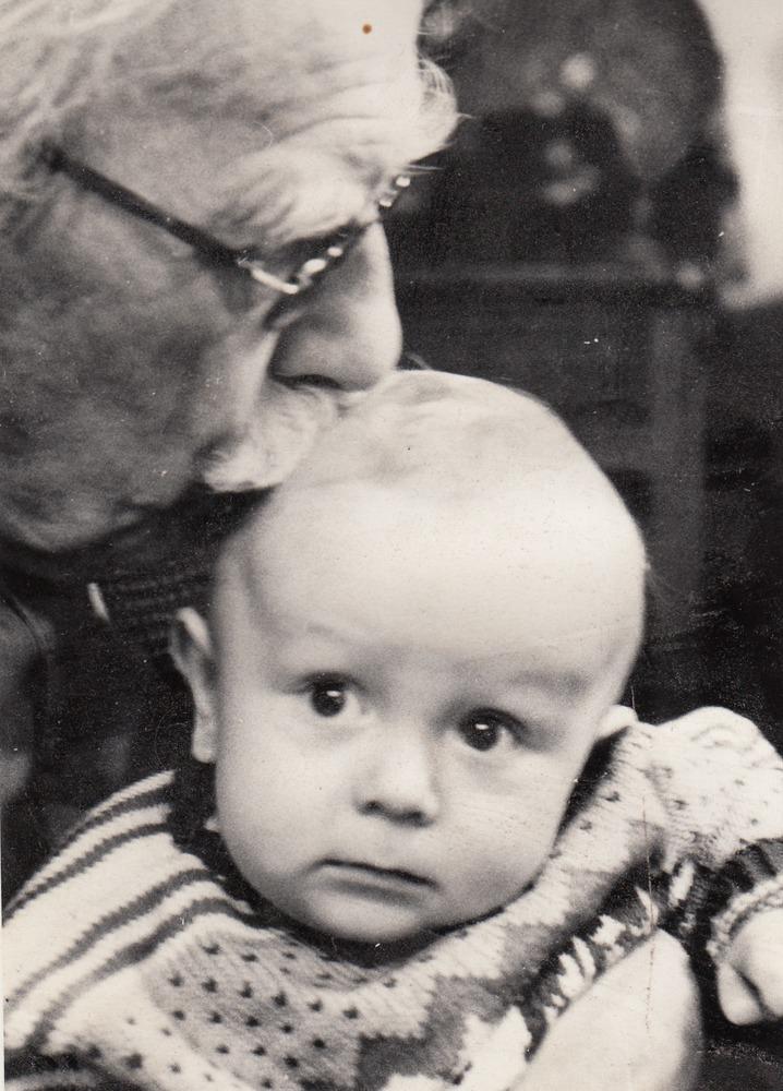 Willem Barnard met kleinzoon Christopher