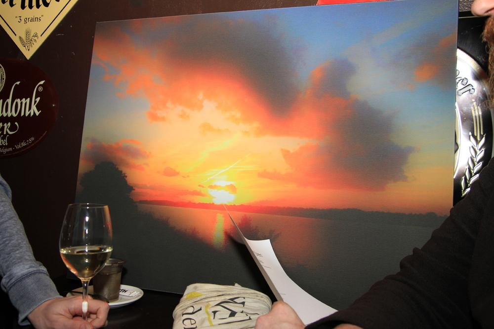 DichtSlamRap2015  Kunstwerk 'Óndergaande zon' van Renée Middelkoop bij gedicht Óde aan de mooie lucht'van Peter M. van der Linden.JPG