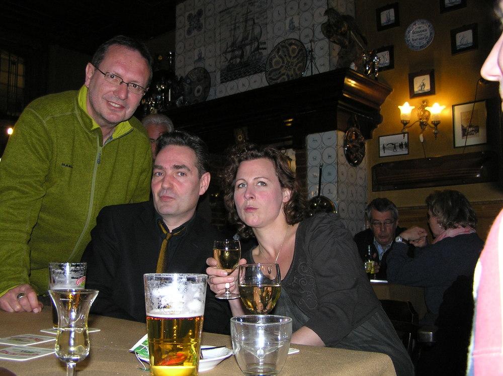 Luuk Gruwez, Menno Wigman en Ester Naomi Perquin tijdens poëziefestival 'Dichters om de Noord' op Schiermonnikoog