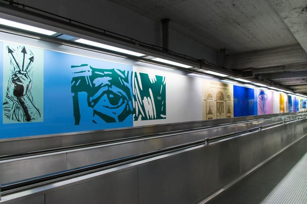 Kunstwerk in de ondergrondse gang van station De Brouckère door Jan Vanriet, 2004