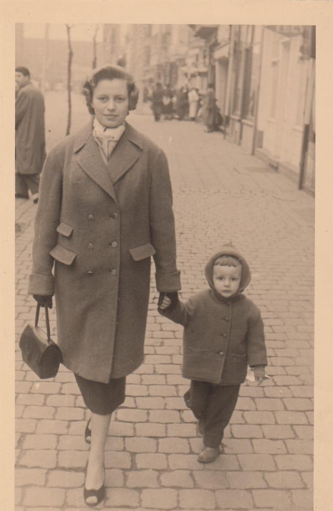 Jonge Luuk Gruwez met moeder