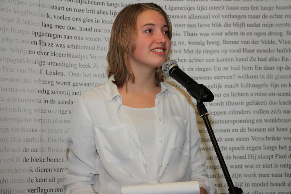 DichtSlamRap2015-Dichteres Merel Pechtold verzorgde een optreden uit naam van de Kunstbende Noord-Brabant.JPG