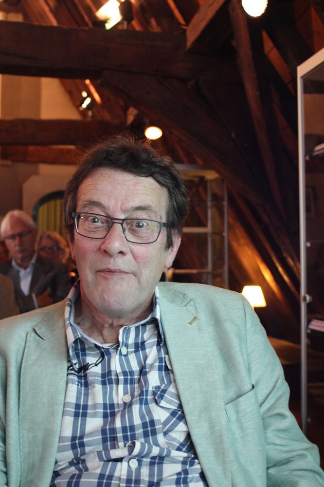 Hans Clavin tijdens de boekvoorstelling van Renaat Ramons bundel Vorm en Visie