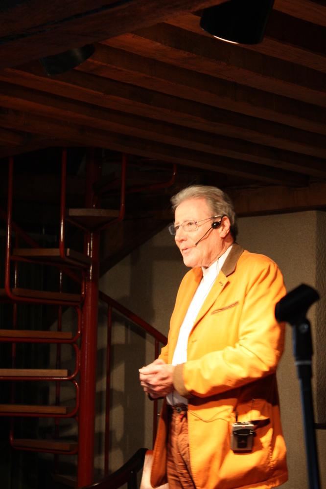 Renaat Ramon tijdens de boekvoorstelling van zijn bundel Vorm en Visie