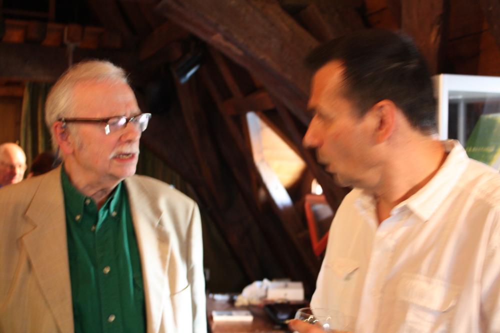 Luc Fierens en Gerd Segers tijdens de boekvoorstelling van Renaat Ramons bundel Vorm en Visie