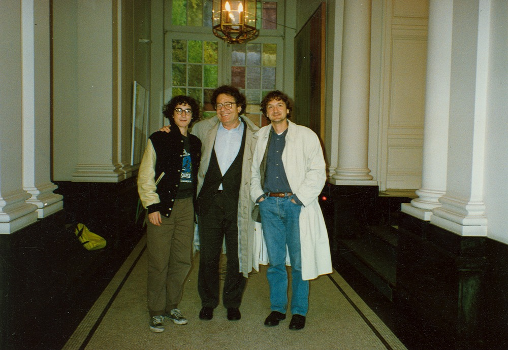 1989 Thuis met zoon Menno en Gy+Ârgy Konr+íd.tif