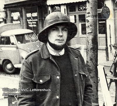 Herman J. Claeys met helm