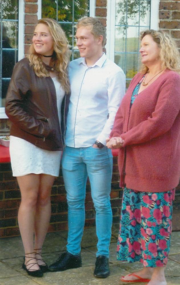 Hayley, Christopher en Joy