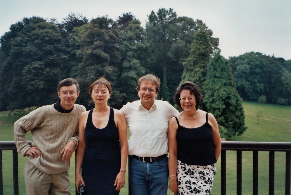 Luuk Gruwez samen met Alessandro Barbero en Anca Cristofovic op schrijfresidentie in de Villa du Mont-Noir