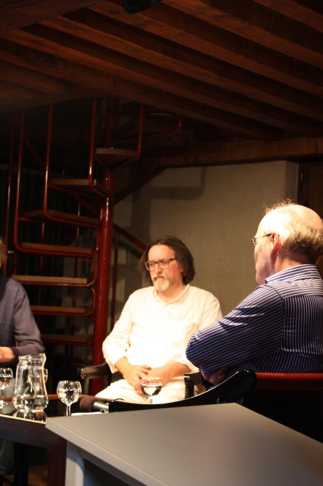 Wilfried Wynants tijdens de boekvoorstelling van Renaat Ramons bundel Vorm en Visie
