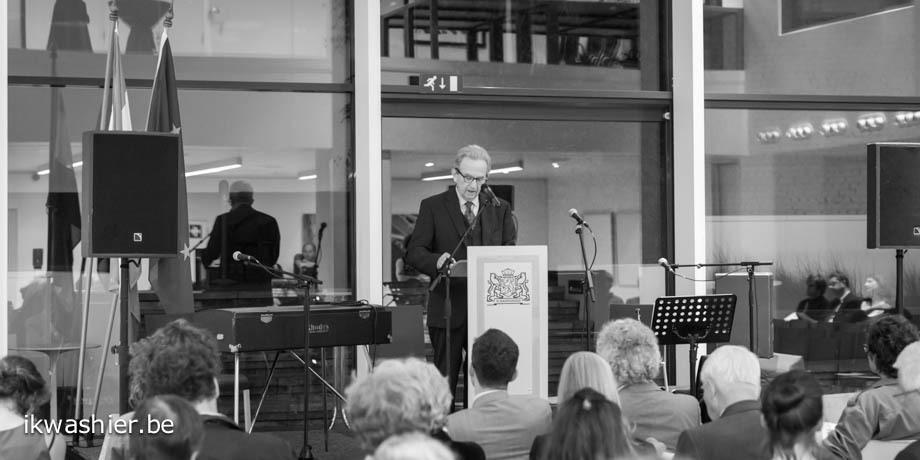 Jozef Deleu tijdens de uitreiking van de derde Debuutprijs Het Liegend Konijn