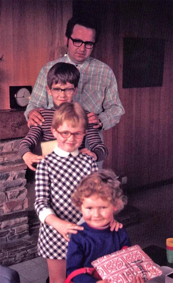 Jozef Deleu met zijn 3 kinderen