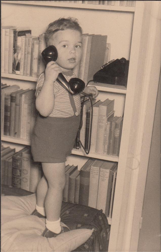 Kleine Benno aan de telefoon