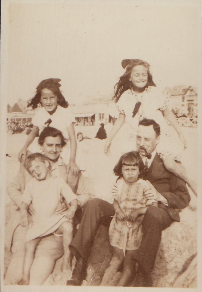 De familie van Malde aan de zee / archief Barnard