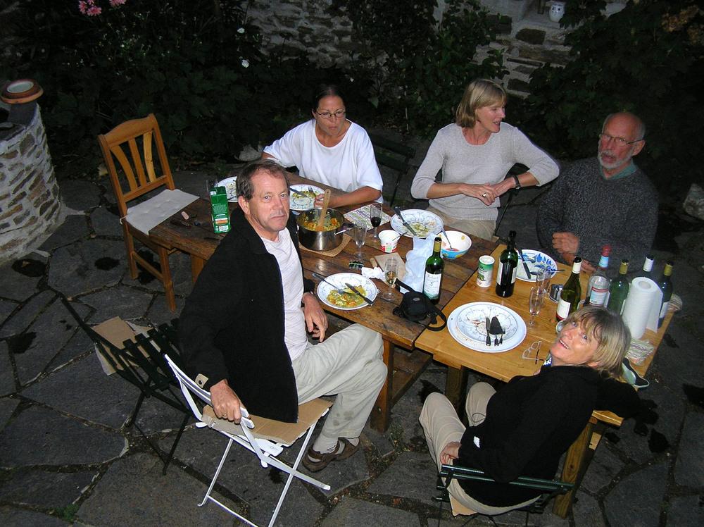 Arend Knibbe, Mieke Deferme, Hester Knibbe, Kris Ervynck en Miriam Van hee op vakantie in de Cevennen (2004)<br />