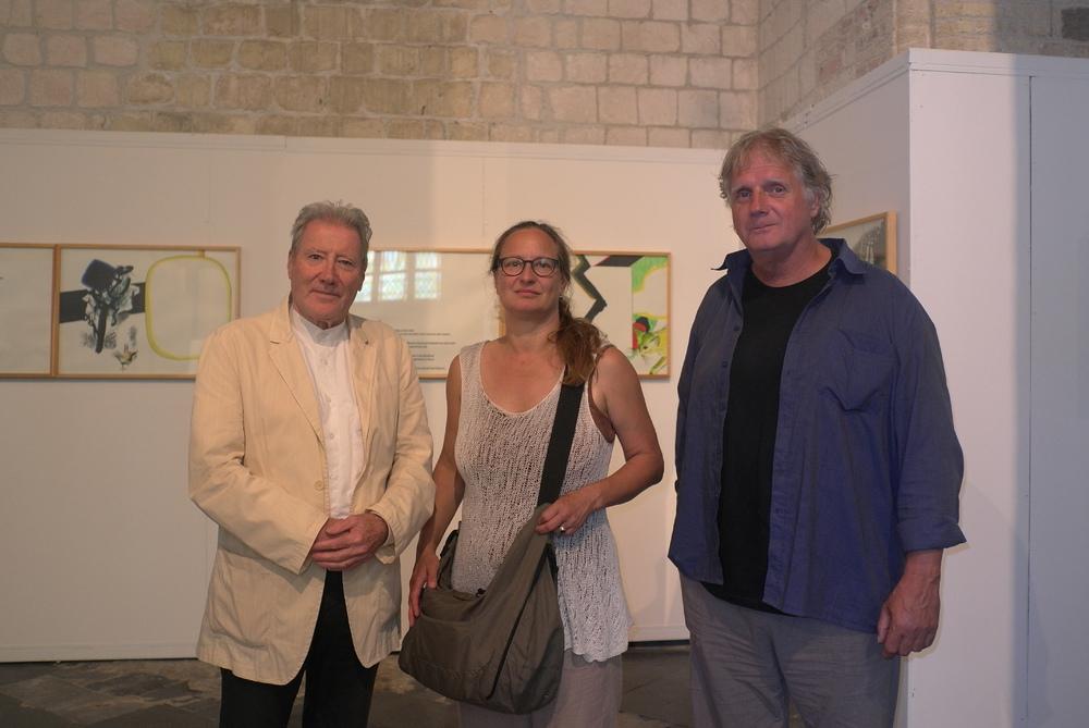 Renaat Ramon tijdens de tentoonstelling van Roger Raveel, met SAGE