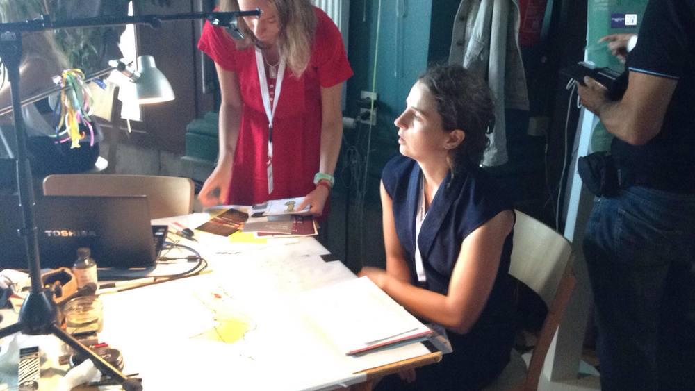 Tineke Van Hemeldonck tekent live op Apéro Poëzie #3 tijdens TAZ 2018