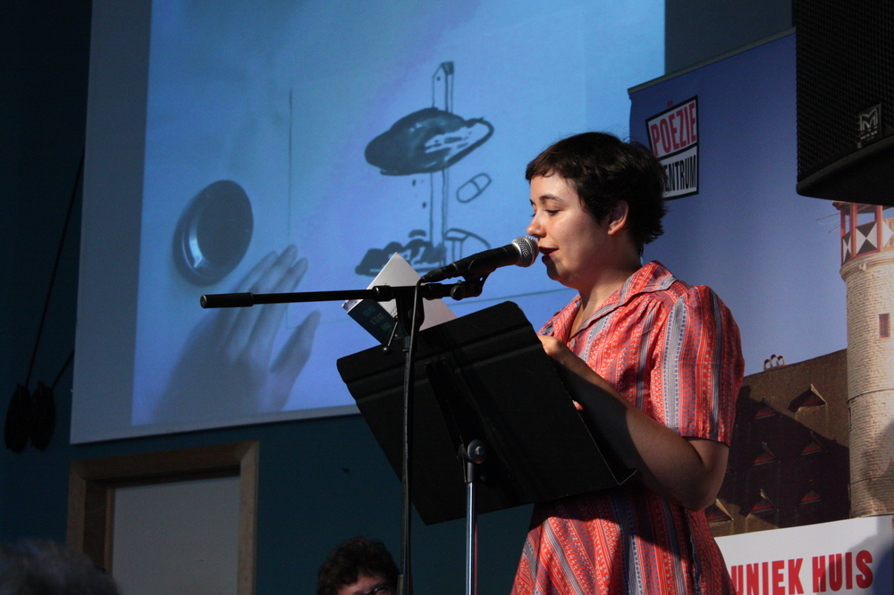 Kira Wuck op Apéro Poëzie #2 tijdens TAZ 2018