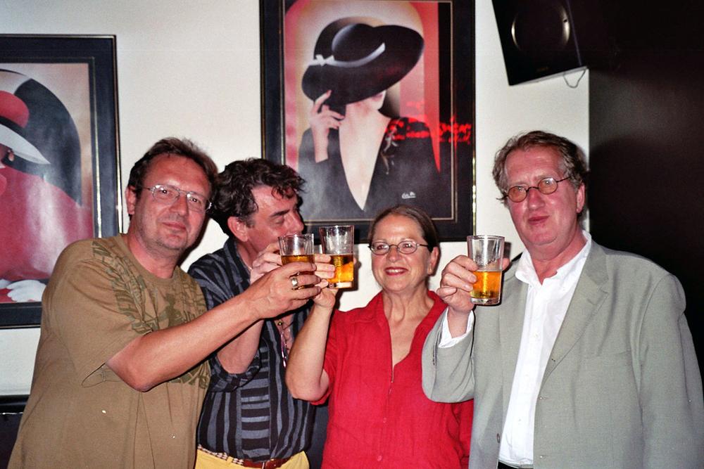 Luuk Gruwez en Gerrit Komrij op een poëziefestival in Medellin<br />