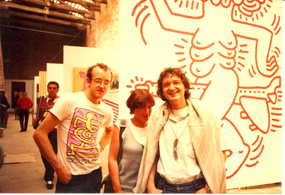 1984 bi+½nnale Veneti+½, met Keith Haring en Simone.jpg