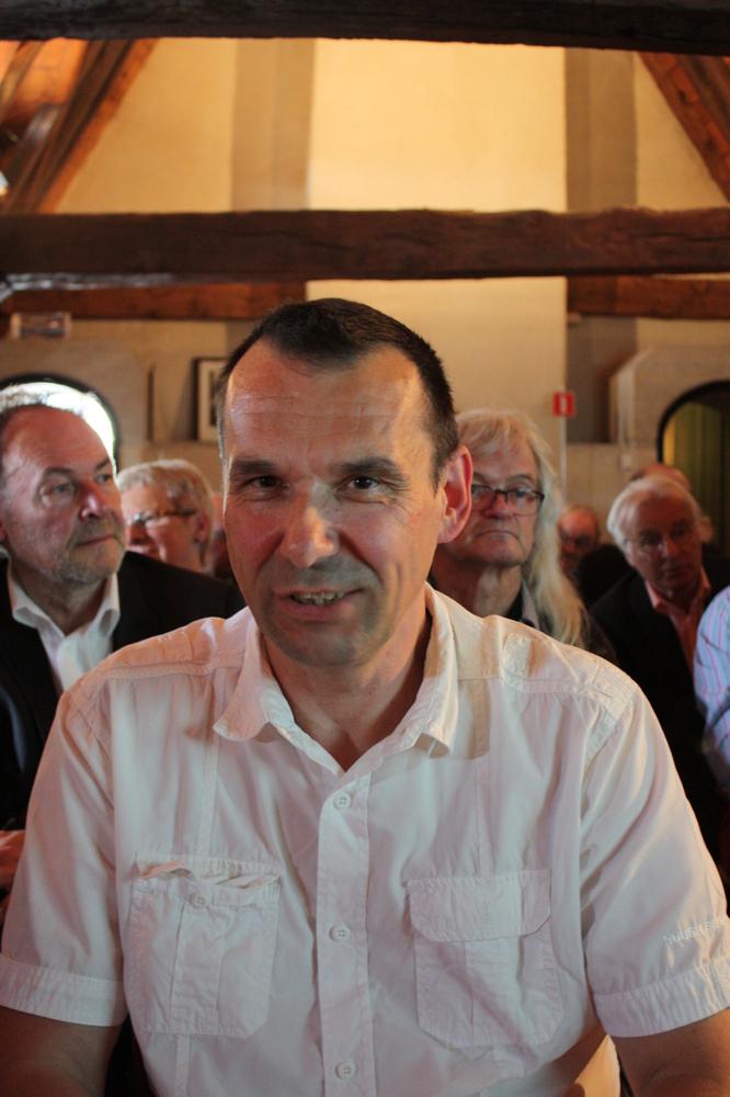 Luc Fierens tijdens de boekvoorstelling van Renaat Ramons bundel Vorm en Visie