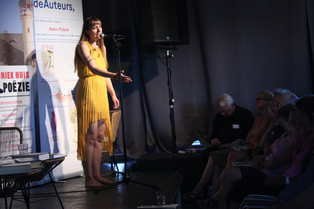 Dorien De Vylder op Apéro Poëzie tijdens #4 tijdens TAZ 2018