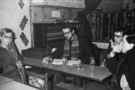 Stefaan van den Bremt en Herman de Coninck in Café Herten-Aas