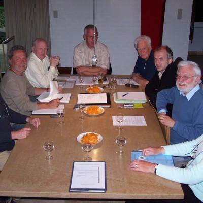 Renaat Ramon tijdens een bestuursvergadering van de Vereniging van West-Vlaamse Schrijvers