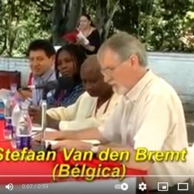 Stefaan van den Bremt op het internationaal Poëziefestival van Medellin